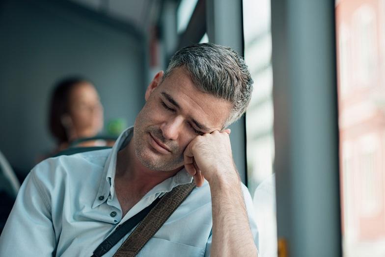 Auch bei Männern treten Schlafstörungen im Zuge der Wechseljahre auf